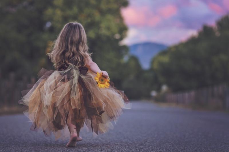niña y destino